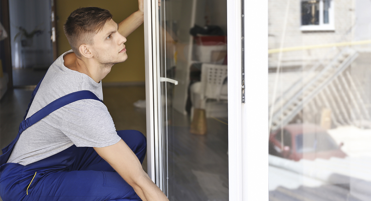 Почему трещат пластиковые окна?