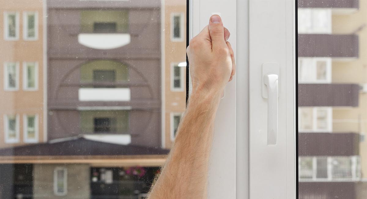 Что делать, если заклинило окно?