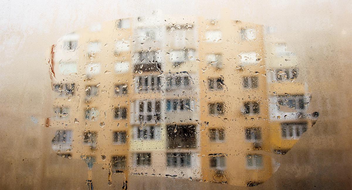 «Плачущие» окна в гостиной